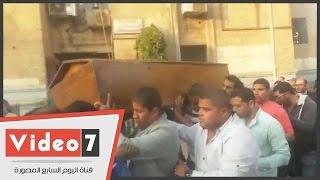 وصول جثمان يحيى الجمل إلى مسجد الجامعة استعداداً لصلاة الجنازة