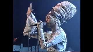 "Erykah Badu: ""Tyrone"" (North Sea Jazz 2001)"