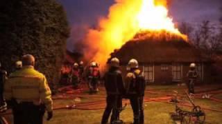 GPTV: Grote boerderijbrand aan Overburen in Peperga