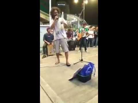 Penyanyi Hazama Prank Menyanyi Buskers di Bukit Bintang