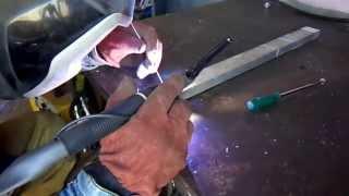 Как сварить алюминий со сталью.(Сварить алюминий со сталью реально. На видео сварка-пайка., 2015-07-30T08:14:20.000Z)