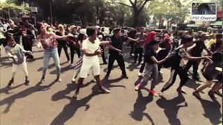 Gambar cover Flashmob Gugur Gunung Bareng Mas Koko Tole Dkk di TMII  (Versi Lengkap)