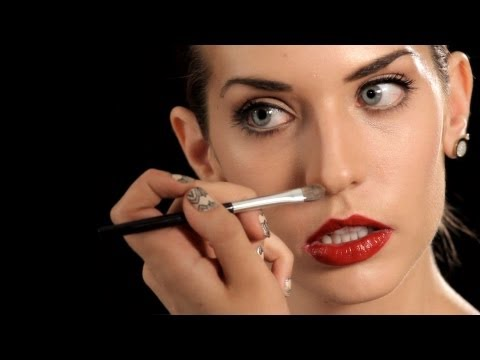 How to put makeup on to make your nose look smaller