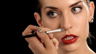 How to Make Your Nose Look Thinner | Makeup Tips