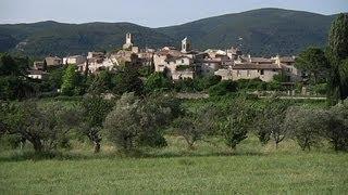 Les plus beaux villages de France: Lourmarin dans le Vaucluse - 19/07