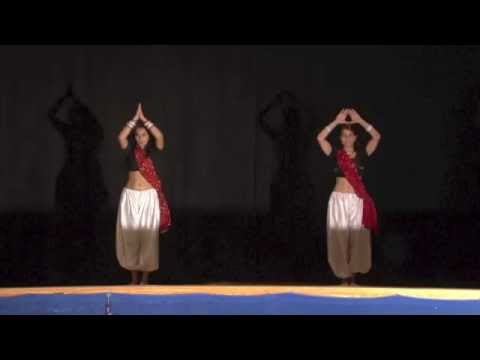 Bole Chudiyaan Bole Kangana/Nagada Sang Dhol - Double Dhamaal Bollywood Dance - UTSAV Diwali 2014
