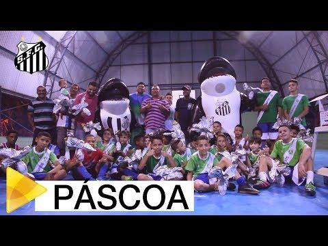Santos FC entrega ovos de Páscoa em comunidade da cidade  | #MUITOALÉMDOFUTEBOL