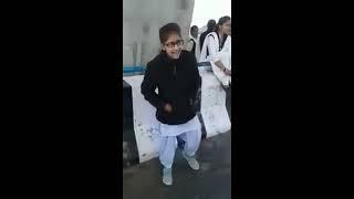 Isha Andotra | Nit Di Narazgi Teri sung by girl | Viral Video of 2016 | Beautiful Voice