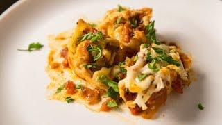 Фаршированные макароны ракушки конкильони с начинкой из сыра и курицы под томатным соусом в духовке