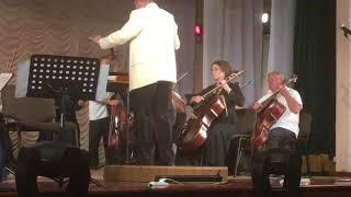 Посол Франции сыграла на виолончели в Мариуполе
