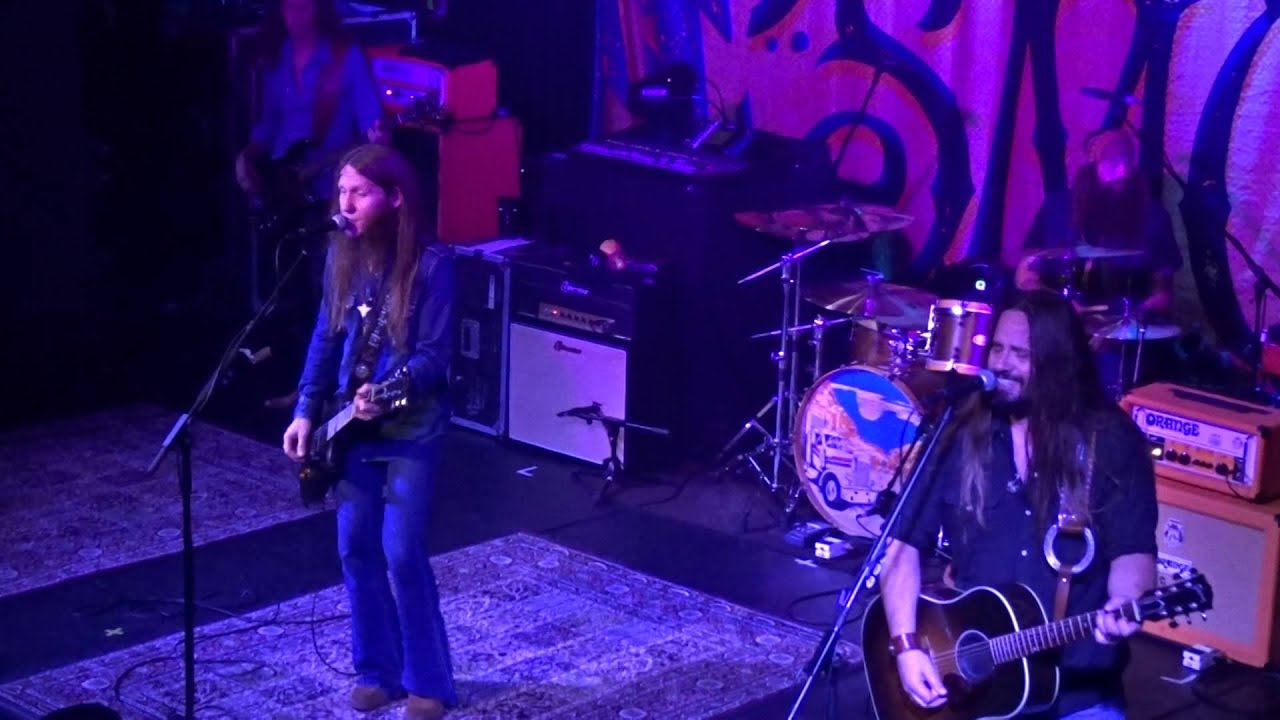blackberry smoke one horse town live in paris youtube. Black Bedroom Furniture Sets. Home Design Ideas