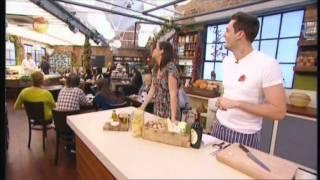 Ryan Stafford On Market Kitchen - Beautiful Linguine With Walnut Pesto