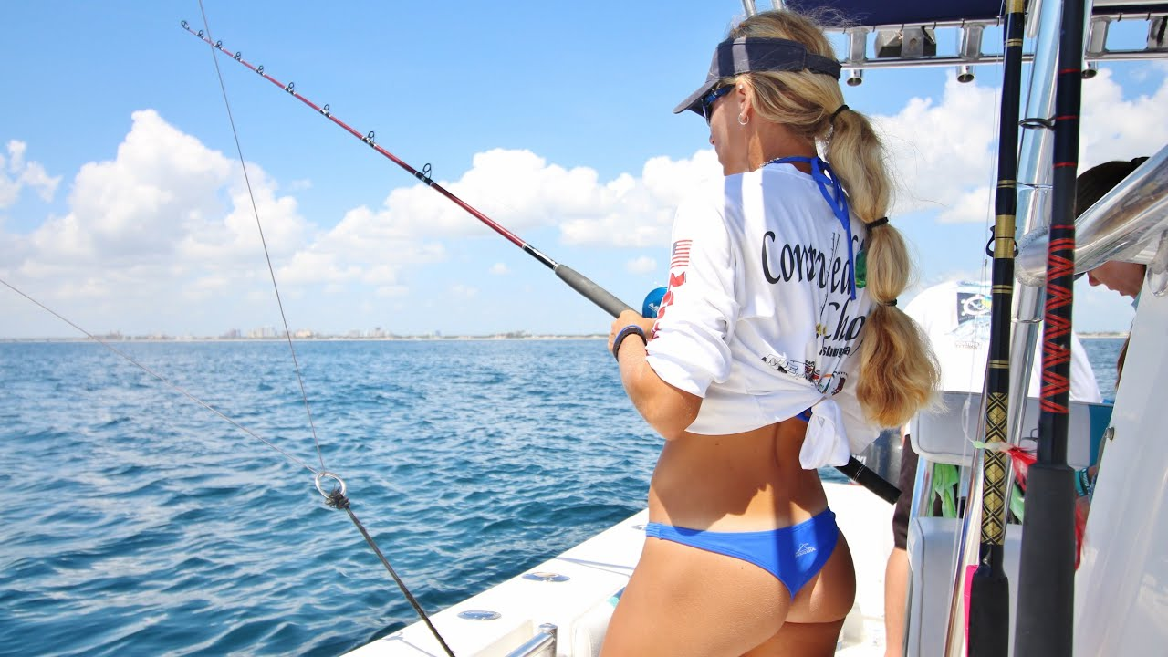 Big 40lb kingfish landed by florida offshore fishing team for Deep sea fishing fort pierce