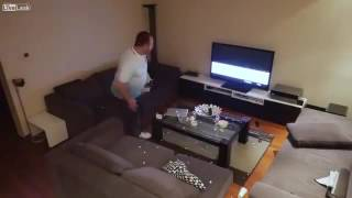 Дружина приховано відключає вболівальнику ТБ під час матчу