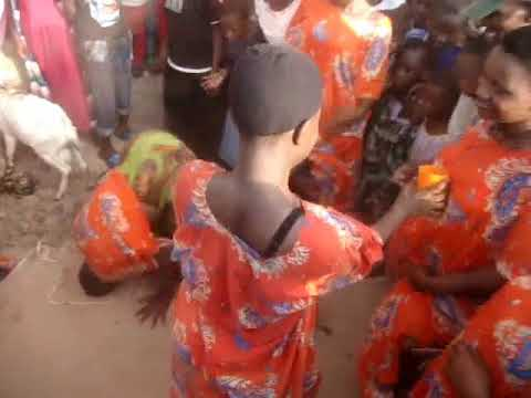 Ona SENETA Alivyo wapagawisha watu kwenye KIGODORO Mpaka KUVUA NGUO Na Nyimbo yake ya MWALI KIGEGO