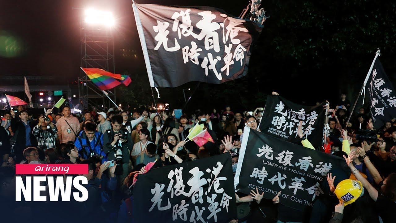 Download Protestors in Hong Kong celebrate Taiwan's Tsai Ing-wen's election win, demand universal suffrage