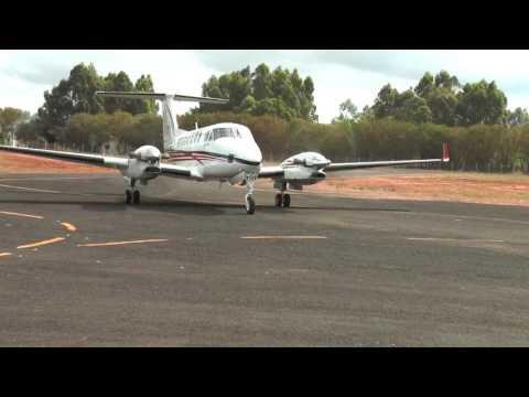 Avião do Governador Marconi Perillo, chegando a Morrinhos - go