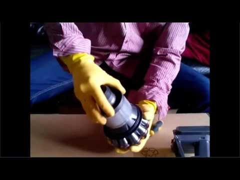 how to clean v8 dyson