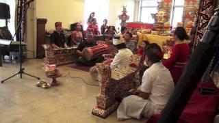 Ciaaattt...Gending Merah Putih oleh Banjar Suka Duka Belanda -Nyepi 2014