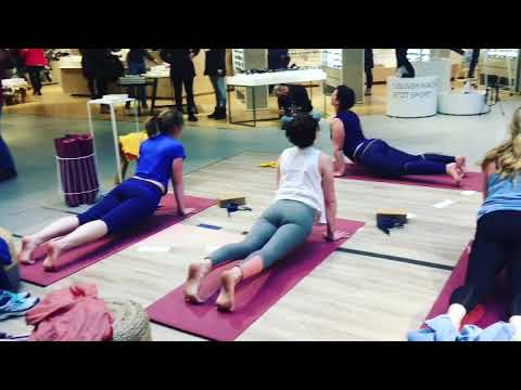 Yoga mal anders - in der shopping mall