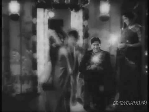 MELE HAIN CHIRAGON KE -LATA- IK WO BHI DIWALI THI -MUKESH -RAJINDER KRISHAN -RAVI -NAZRANA ( 1961)