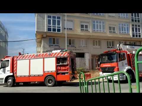 Los Bomberos sofocan un incendio en una peluquería en Castro de Ribeiras de Lea