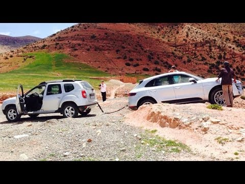 renault duster drags porsche macan from an off road mess. Black Bedroom Furniture Sets. Home Design Ideas