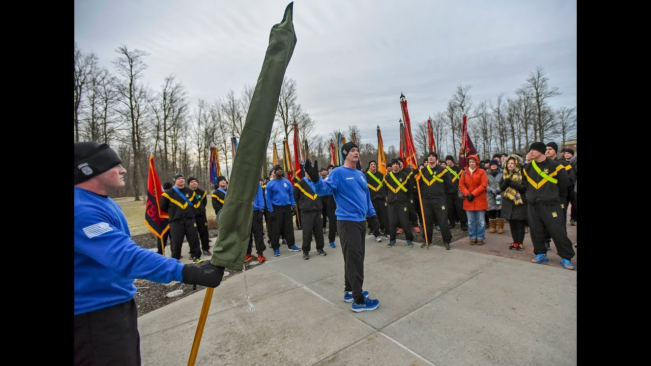 Fort Drum commander gives pep talk to soldiers at casing ...
