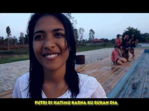 D' NHERO - AKU BUKAN DIA (OST. FILM MELODY KOTA RUSA 2 ...