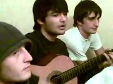 Даги красиво поют.скрипка и гитара