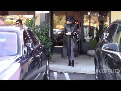 Khloé & Kris Shopping In Calabasas - February 07, 2019