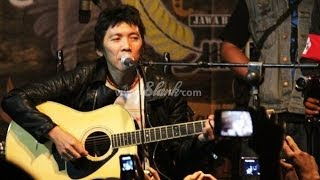 Bimbim Slank - Indonesiakan Una (Live Performance) Mp3