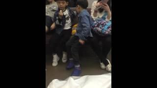 とにかく地べたで遊んでても椅子に土足で上っても注意しなぃ中国人の親…...