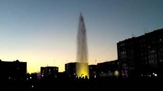 Светомузыкальный фонтан под Requiem For A Tower Two Tower Trailer в Томске
