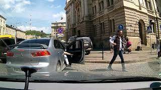 [20] Вулицями Львова на авто: Менцинського - Тролейбусна (з корками)
