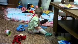 малышка 9 месяцев даёт уроки произношения буквы Р.mp4
