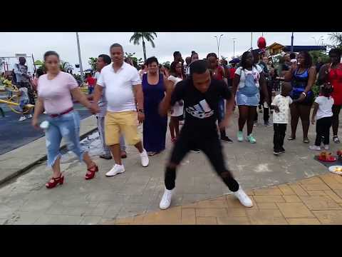 bailando en publico Kid Singing in Walmart (Lowercase EDM Remix)  (buenaventura-Colombia)