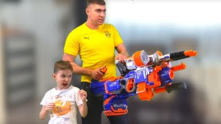 Nerf War Dad with the Son and the giant nerf against the big wolf Папа с Сыном и гигантский нерф