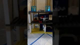 Я играю в Лего .Я его сама строила.