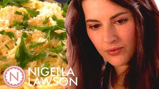 Download lagu Nigella Lawson's Super Easy Lemon Linguine | Nigella Bites