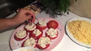 Салат из Помидор с чесноком и майонезом и сыр . Что приготовить на ужин