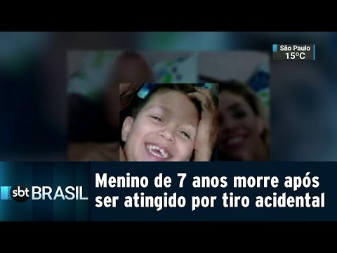 Menino de sete anos morre após ser atingido por tiro acidental | SBT Brasil (25/07/18)