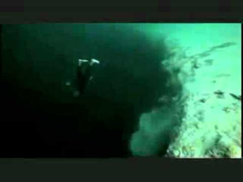 free fall in a black hole under water! AMAZING!!!,good ...