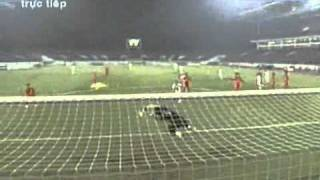 Gambar cover AFF cup 2010 - Viet Nam vs Singapore: 1-0 (the goal).flv
