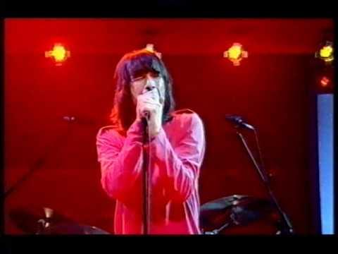 Primal Scream - Movin' On Up (live)
