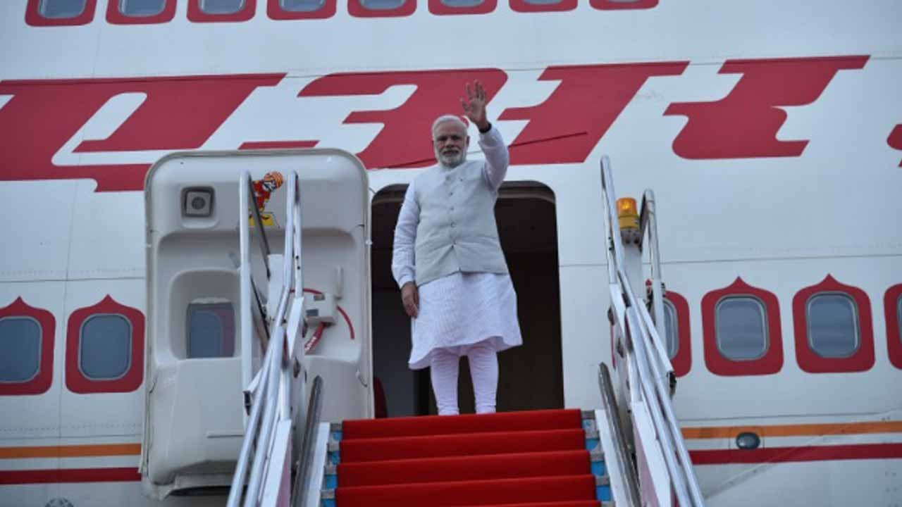 PM Modi returns to India after attending ASEAN-India, East Asia Summit in Laos | Oneindia News