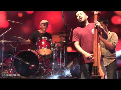 Payung Teduh - Angin Pujaan Hujan @ Synchronize Fest 2016 [HD]