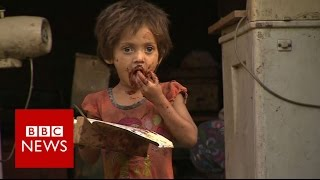 'Robin Hood Army' feeds Pakistan poor - BBC News
