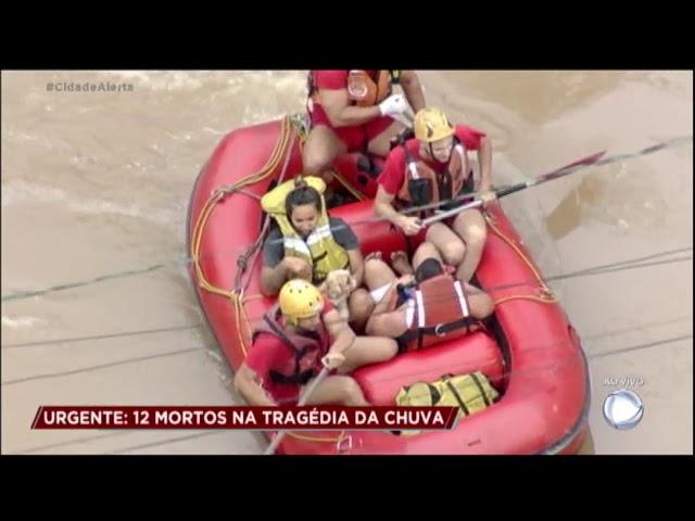 Corpo de Bombeiros resgata vítimas da forte chuva em São Paulo
