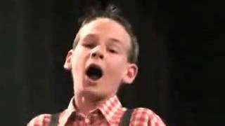 世界で10人も歌えないと言われる歌を歌う凄い少年